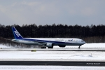 ぷぅちゃんさんが、新千歳空港で撮影した全日空 777-381の航空フォト(写真)