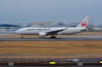 Sou Mitaniさんが、伊丹空港で撮影した日本航空 777-246の航空フォト(写真)