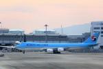T.Sazenさんが、関西国際空港で撮影した大韓航空 747-8B5F/SCDの航空フォト(写真)
