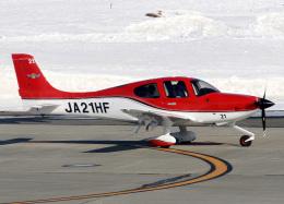 voyagerさんが、帯広空港で撮影した航空大学校 SR22の航空フォト(写真)