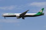 ★azusa★さんが、シンガポール・チャンギ国際空港で撮影したエバー航空 777-35E/ERの航空フォト(写真)