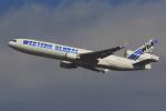 気分屋さんが、成田国際空港で撮影したウエスタン・グローバル・エアラインズ MD-11Fの航空フォト(飛行機 写真・画像)