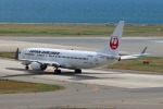 John Doeさんが、関西国際空港で撮影した日本航空 737-846の航空フォト(写真)