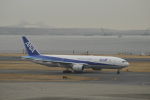 ユターさんが、羽田空港で撮影した全日空 777-281/ERの航空フォト(写真)
