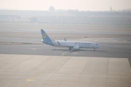 M_Mさんが、ウィーン国際空港で撮影したウクライナ国際航空 737-8ASの航空フォト(飛行機 写真・画像)