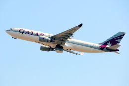 まいけるさんが、スワンナプーム国際空港で撮影したカタール航空 A330-202の航空フォト(飛行機 写真・画像)