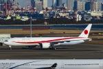 Mochi7D2さんが、羽田空港で撮影した航空自衛隊 777-3SB/ERの航空フォト(写真)
