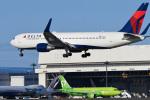 パンダさんが、成田国際空港で撮影したデルタ航空 767-332/ERの航空フォト(写真)