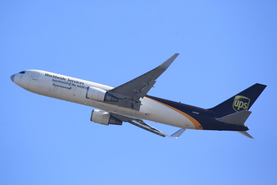 T.SazenさんのUPS航空 Boeing 767-300 (N305UP) 航空フォト