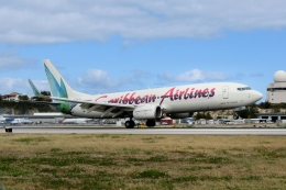 zettaishinさんが、プリンセス・ジュリアナ国際空港で撮影したカリビアン航空 737-8Q8の航空フォト(飛行機 写真・画像)