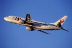 チャーリーマイクさんが、福岡空港で撮影した日本トランスオーシャン航空 737-446の航空フォト(写真)