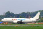 臨時特急7032Mさんが、スルタン・アブドゥル・アジズ・シャー空港で撮影したラヤ・エアウェイズ 737-4Q3(SF)の航空フォト(写真)