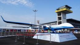 westtowerさんが、シンガポール・チャンギ国際空港で撮影したイスラエル・エアロスペース・インダストリーズ Heron 1の航空フォト(飛行機 写真・画像)