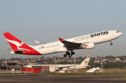 安芸あすかさんが、シドニー国際空港で撮影したカンタス航空 A330-202の航空フォト(飛行機 写真・画像)