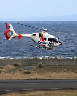 CL&CLさんが、奄美空港で撮影した学校法人ヒラタ学園 航空事業本部 EC135P2+の航空フォト(飛行機 写真・画像)