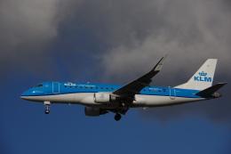 JA8037さんが、ロンドン・ヒースロー空港で撮影したKLMシティホッパー ERJ-170-200 (ERJ-175STD)の航空フォト(飛行機 写真・画像)