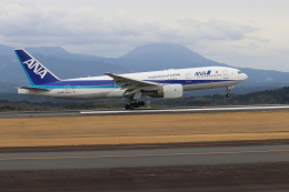 EosR2さんが、鹿児島空港で撮影した全日空 777-281/ERの航空フォト(飛行機 写真・画像)