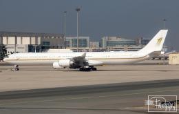 dave_0402さんが、アブダビ国際空港で撮影したスカイ・プライム A340-642Xの航空フォト(飛行機 写真・画像)
