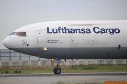 キイロイトリさんが、関西国際空港で撮影したルフトハンザ・カーゴ MD-11Fの航空フォト(飛行機 写真・画像)