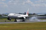 kuro2059さんが、伊丹空港で撮影した日本航空 777-246の航空フォト(写真)