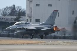 382kossyさんが、横田基地で撮影したアメリカ空軍 F-16DM-50-CF Fighting Falconの航空フォト(飛行機 写真・画像)