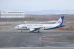 T_pontaさんが、新千歳空港で撮影したウラル航空 A320-214の航空フォト(写真)