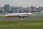 トオルさんが、台北松山空港で撮影した遠東航空 MD-83 (DC-9-83)の航空フォト(写真)
