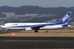 冷やし中華始めましたさんが、伊丹空港で撮影した全日空 767-381/ERの航空フォト(写真)