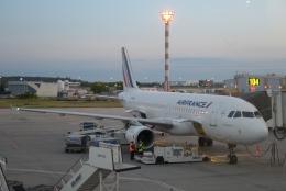 FlyHideさんが、アンリ・コアンダ国際空港で撮影したエールフランス航空 A320-214の航空フォト(飛行機 写真・画像)