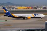 ぼんやりしまちゃんさんが、バルセロナ空港で撮影したアジュール・エア・ウクライナ 767-33A/ERの航空フォト(写真)