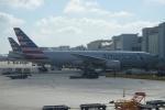 FlyHideさんが、マイアミ国際空港で撮影したアメリカン航空 777-223/ERの航空フォト(写真)