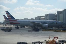FlyHideさんが、マイアミ国際空港で撮影したアメリカン航空 777-223/ERの航空フォト(飛行機 写真・画像)