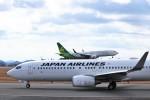 ヒロジーさんが、広島空港で撮影した日本航空 737-846の航空フォト(写真)
