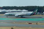 FRTさんが、成田国際空港で撮影したアリタリア航空 777-243/ERの航空フォト(飛行機 写真・画像)