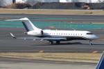 SFJ_capさんが、成田国際空港で撮影したアルバ企業所有 BD-700-1A11 Global 5000の航空フォト(写真)