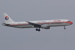 ぽんさんが、香港国際空港で撮影した中国東方航空 A321-211の航空フォト(写真)