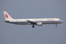 ぽんさんが、香港国際空港で撮影した中国国際航空 A321-213の航空フォト(写真)