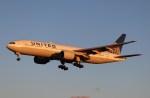 BOEING737MAX-8さんが、成田国際空港で撮影したユナイテッド航空 777-222/ERの航空フォト(写真)