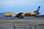 M.Ochiaiさんが、伊丹空港で撮影した全日空 777-281/ERの航空フォト(写真)