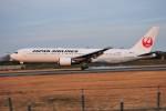 M.Ochiaiさんが、伊丹空港で撮影した日本航空 767-346/ERの航空フォト(写真)