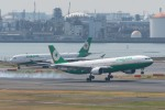 たかしさんが、羽田空港で撮影したエバー航空 A330-302の航空フォト(写真)