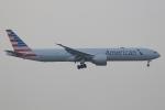 ぽんさんが、香港国際空港で撮影したアメリカン航空 777-323/ERの航空フォト(写真)