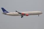 ぽんさんが、香港国際空港で撮影したスカンジナビア航空 A340-313Xの航空フォト(写真)