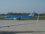 hana父さんが、ドレスデン空港で撮影したKLMシティホッパー ERJ-170-200 (ERJ-175STD)の航空フォト(写真)