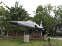 カップメーンさんが、臺灣鐵路管理局二水站(台湾鉄路管理局二水駅)付近 二八水水公園で撮影した中華民国空軍 F-5E Tiger IIの航空フォト(写真)