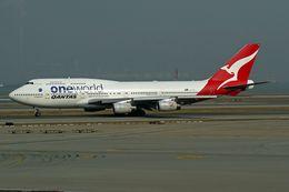 ヨルダンさんが、香港国際空港で撮影したカンタス航空 747-438の航空フォト(写真)