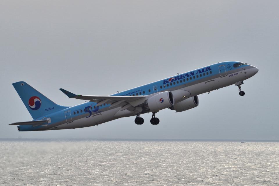 yabyanさんの大韓航空 Airbus A220-300 (HL8314) 航空フォト