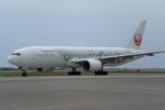 AlphaWing737ケインさんが、那覇空港で撮影した日本航空 777-246の航空フォト(写真)