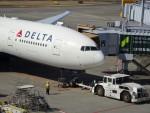 KAZFLYERさんが、成田国際空港で撮影したデルタ航空 777-232/LRの航空フォト(飛行機 写真・画像)