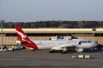 よんすけさんが、成田国際空港で撮影したカンタス航空 A330-303の航空フォト(写真)